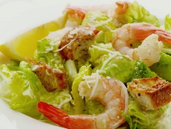 salat cezar s krevetkami