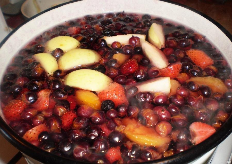 Компот из замороженных ягод и фруктов