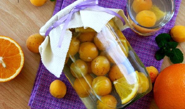 Компот из абрикосов с апельсином
