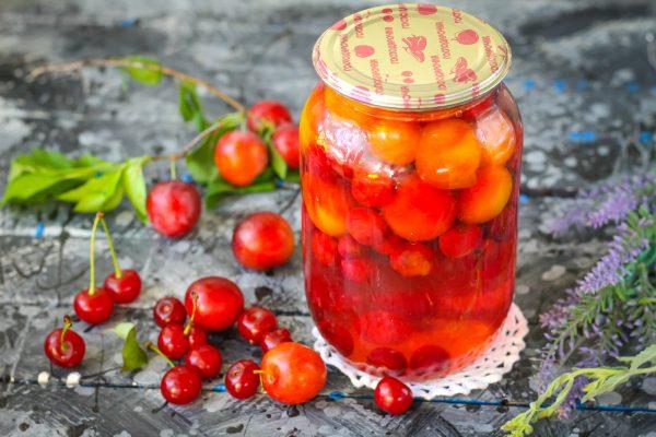 Алыча и яблоко — полезное сочетание для компота