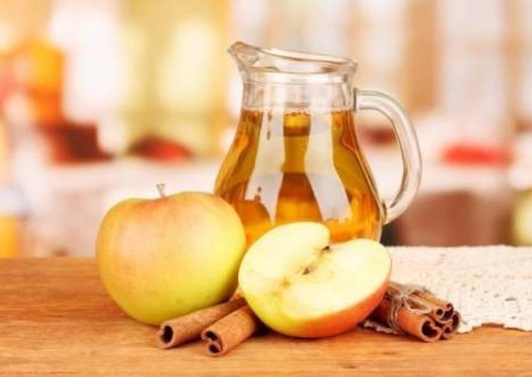 Пряный компот из яблок с корицей