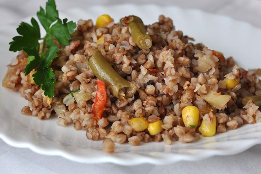 Гречка с бурым рисом и стручковой фасолью
